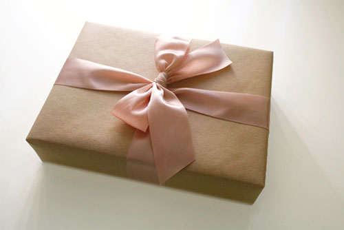 Weekly Wrap #55 : How to Tie the Perfect Gift Bow - Paper Crave