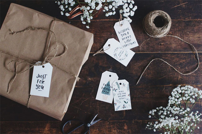 Hand Lettered Holiday Gift Tags from In The Daylight